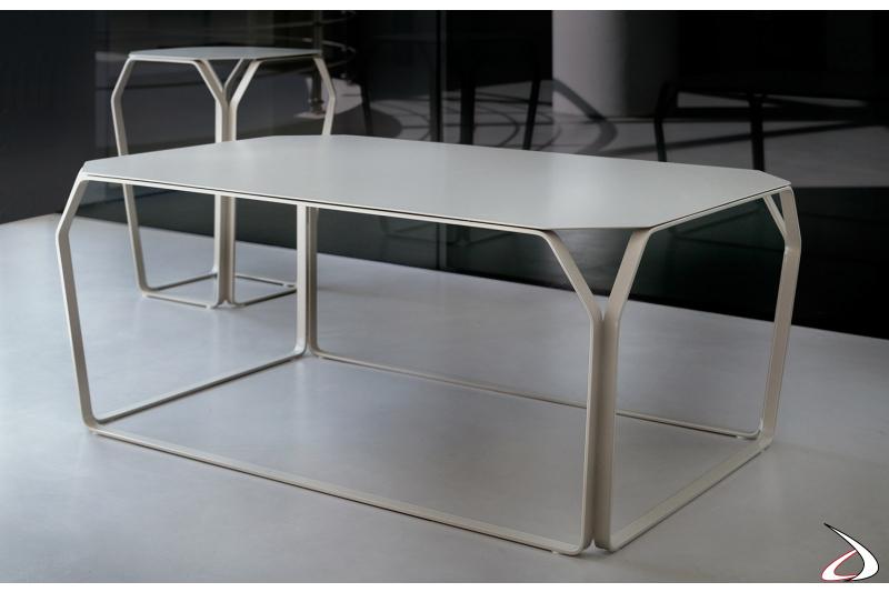 Tavolino basso rettangolare di design con piano in lamiera
