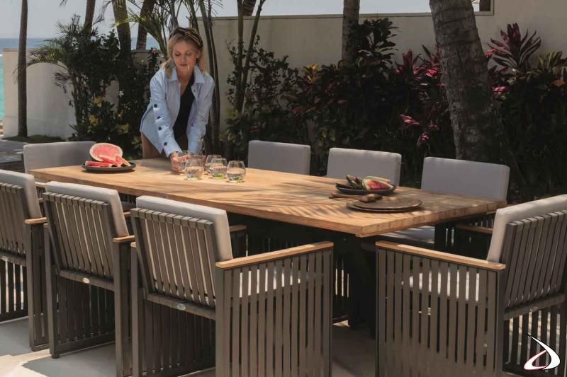 Tavolo Alaska con piano in legno di Teak naturale e struttura in alluminio
