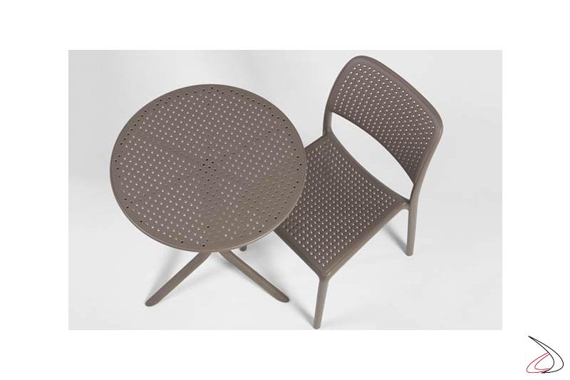 Tavolino rotondo con sedia in tinta tortora Bora Bristrot