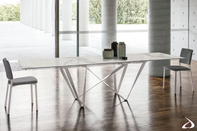 Tavolo design con gambe ad effetto intreccio Intres