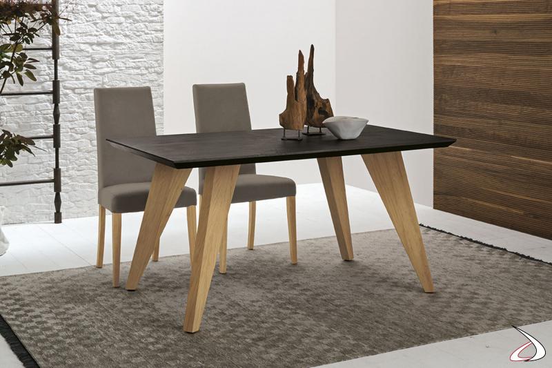 Tavolo design con gambe in legno