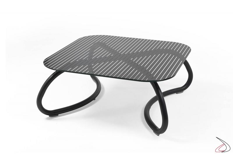 Tavolo in finitura antracite con piano in vetro da esterno