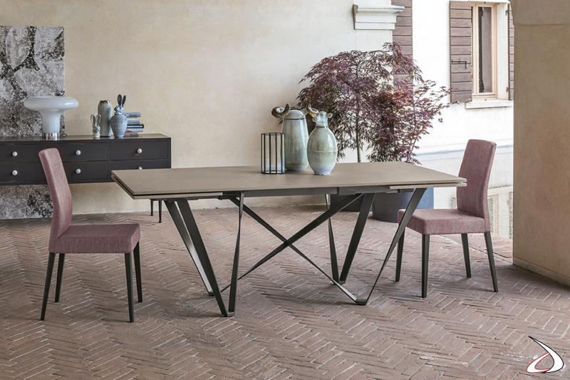 Tavolo con gambe in metallo a effetto intreccio Intres