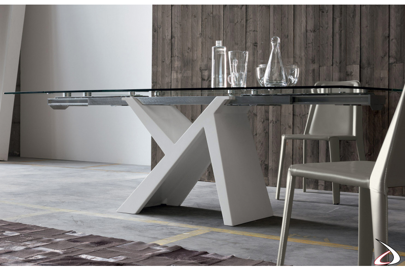 Extending dining table design