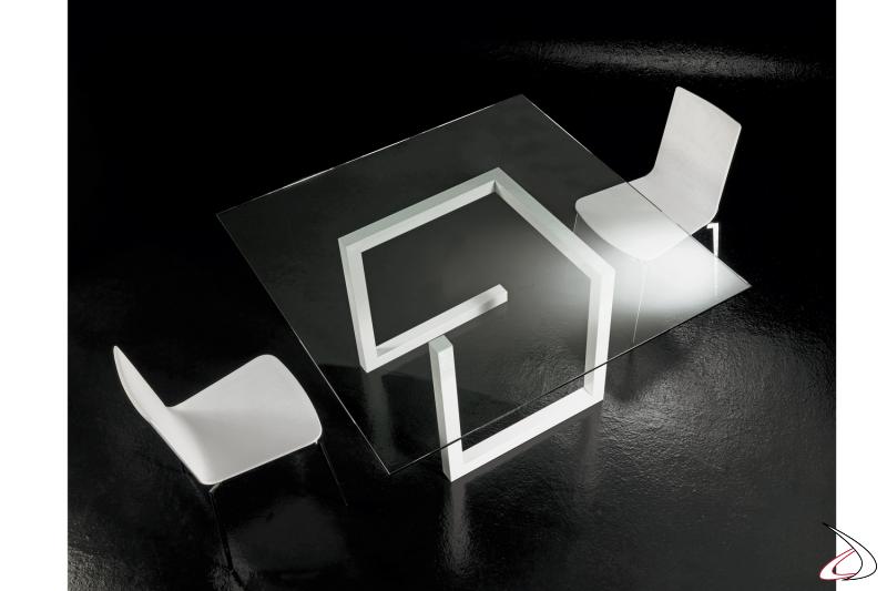 Tavolo quadrato V6 con struttura in metallo verniciato bianco zucchero e piano in vetro temperato trasparente.