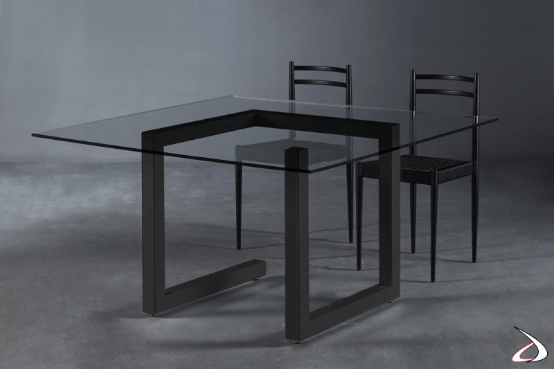 Tavolo quadrato V6 e sedia Gio by Colico.
