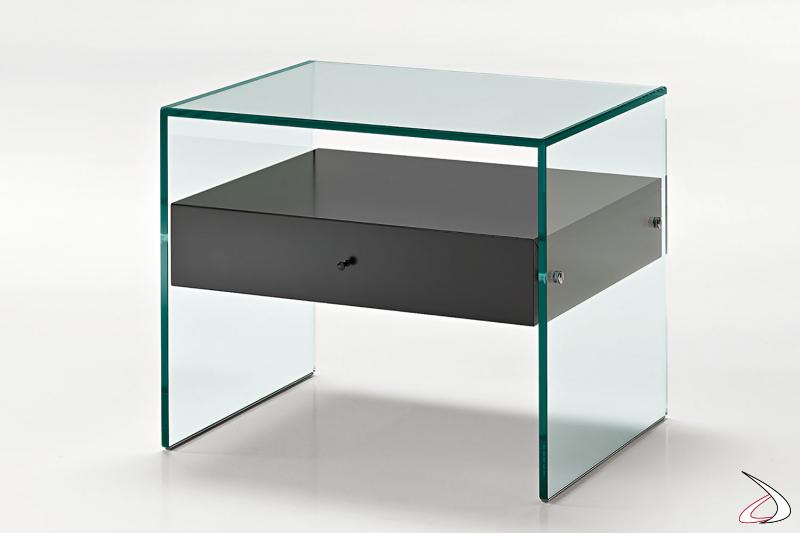 Comodino moderno e minimalista, con struttura a ponte realizzata in vetro e cassetto in laccato nero.