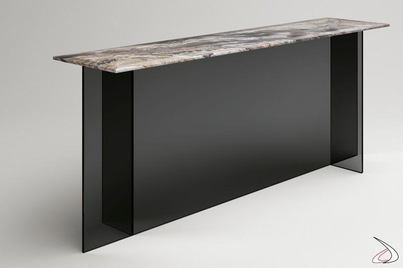 Consolle moderna rettangolare con base essenziale composta di elementi simmetrici e ortogonali, e con top a scelta tra vetro e marmo spazzolato opaco.