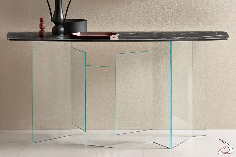 Consolle moderna con base dal particolare design in vetro e top in ceramica.