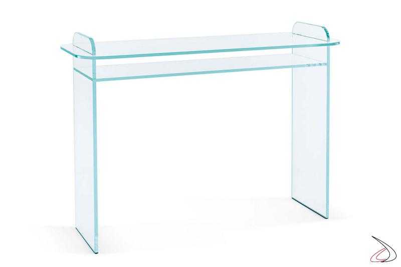 Consolle moderna e di design in vetro con fianchi e top dagli angoli smussati.