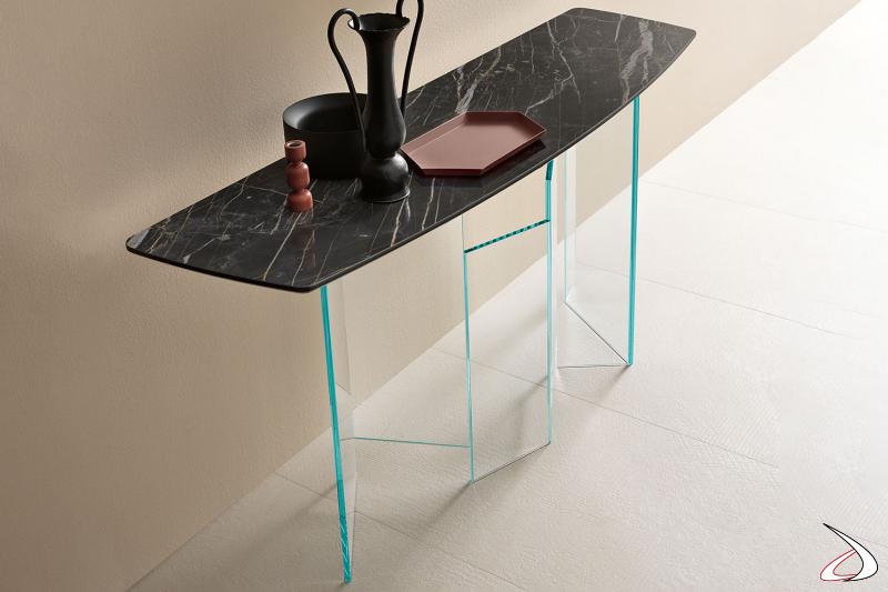 Consolle moderno ed elegante con top in ceramica noir desir e base in vetro