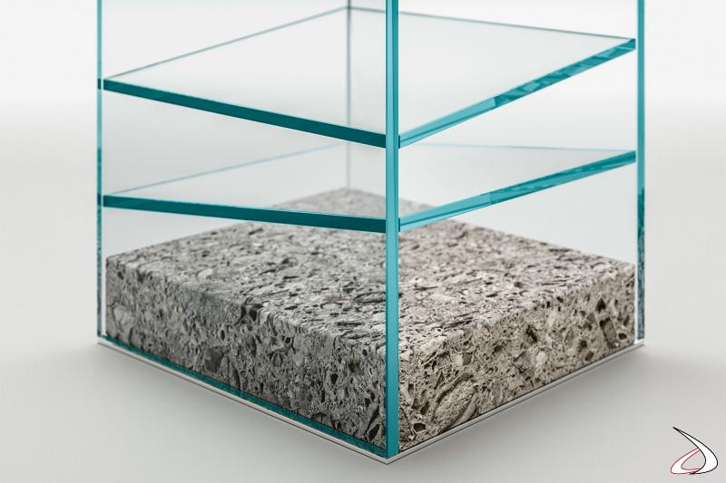 Libreria moderna e di design in vetro con base in granito.