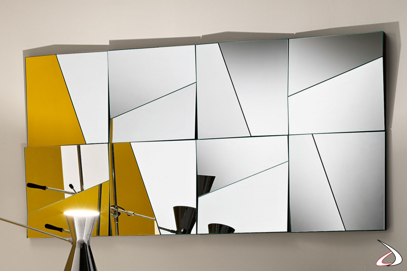 Specchio moderno e di design. Grazie ai supporti si possono creare composizioni personalizzabili, che donano luce e profondità ad ogni ambiente.