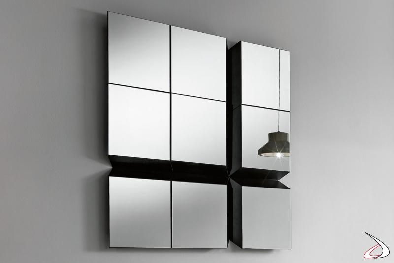 Specchio moderno orientabile in 4 diverse posizioni, che dà la possibilità di creare arredi altamente personalizzabili.