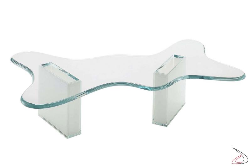 Tavolino moderno in vetro, dal design sagomato del top con bordi stondati e comodi contenitori portariviste.
