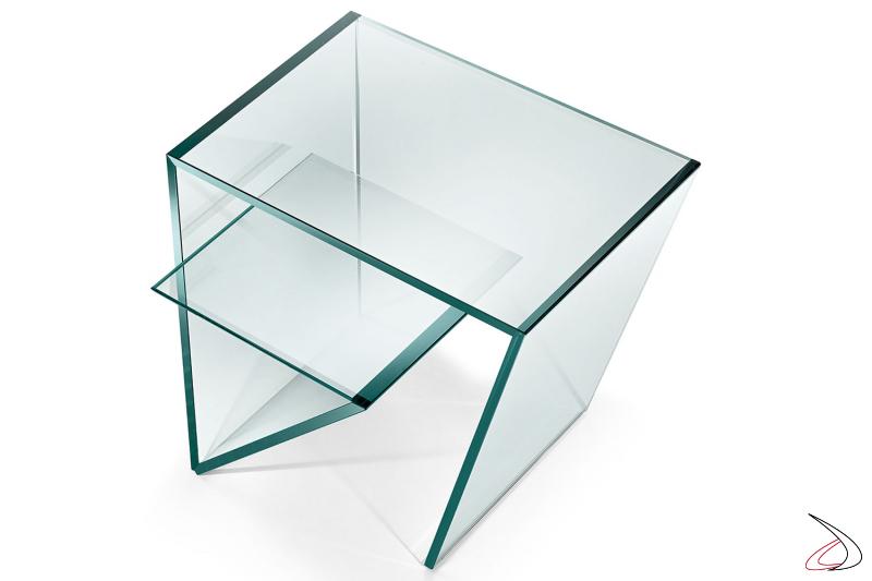 Tavolino moderno e di design, caratterizzato dal piano in vetro che si ripiega all'interno creando un secondo ripiano.