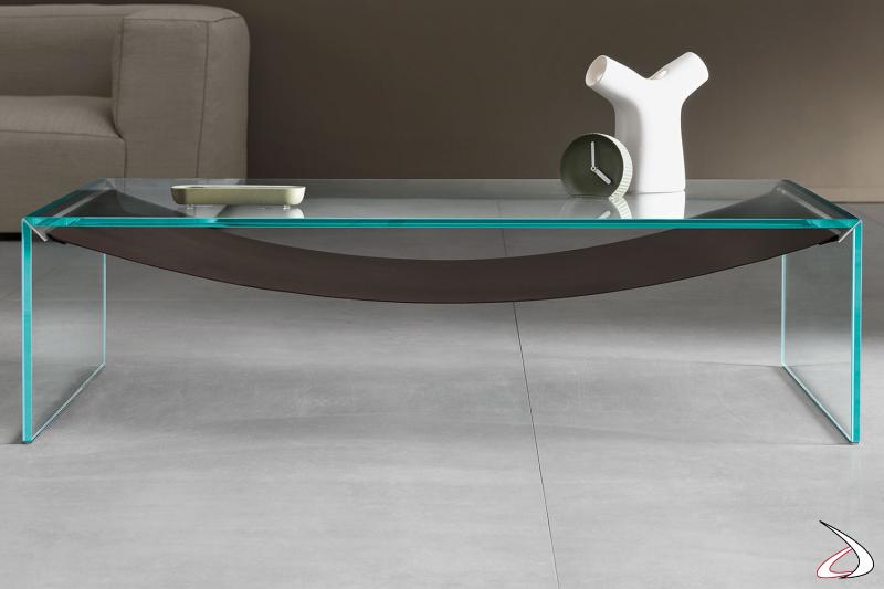 Tavolino moderno e dal design minimalista rettangolare in vetro temperato, caratterizzato dal ripiano in cuoio che richiama la forma di un'amaca.