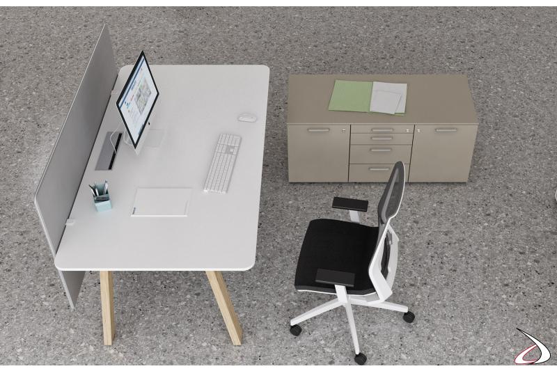 Scrivania moderna da ufficio con schermo, top access e gambe in rovere anticato