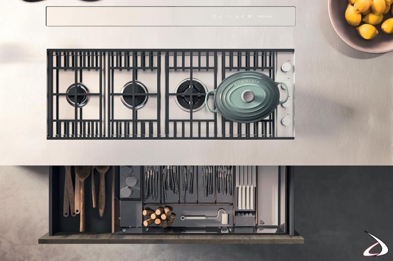 Cucina di design componibile su misura con cappa a scomparsa e piano lavoro in acciaio