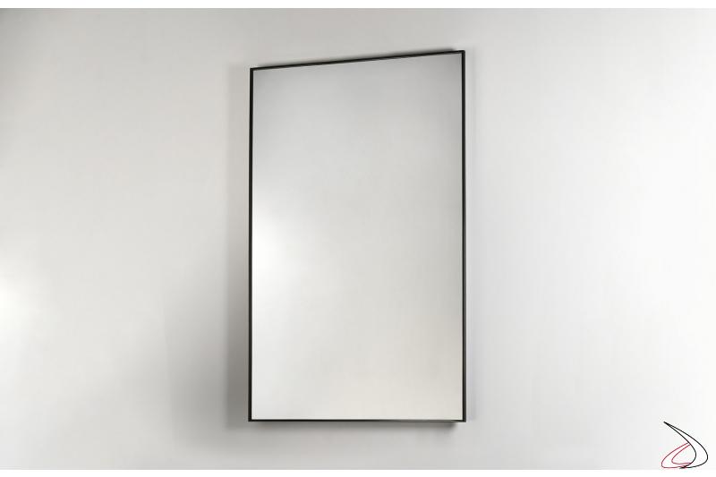 Specchiera moderna rettangolare con sottile cornice in acciaio nero opaco