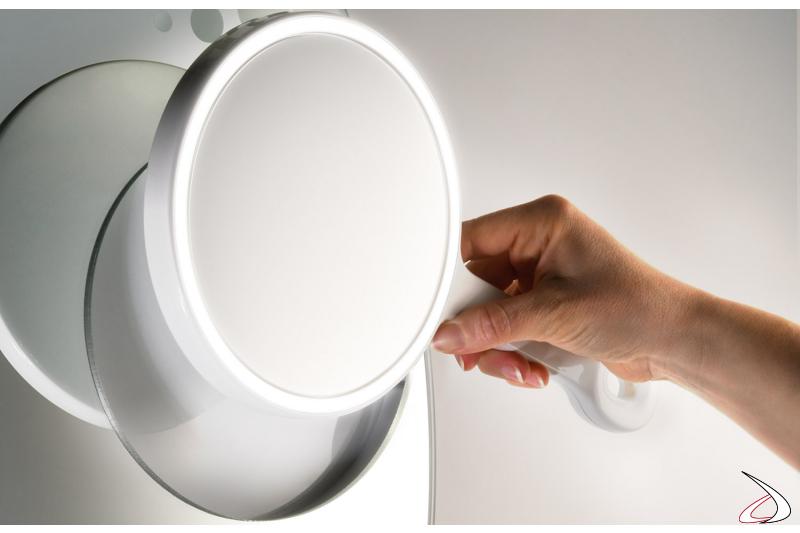 Specchietto ingranditore removibile con cornice retroilluminata a led
