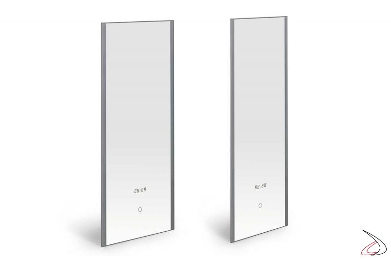 Specchi verticali retroilluminati con luci led bianche e orologio