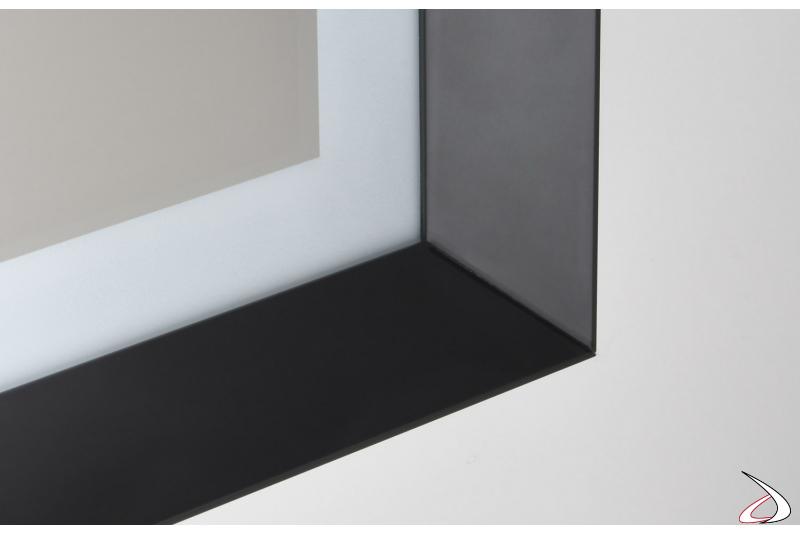 Specchio da bagno moderno con cornice in metallo nero e bordo in plexiglass