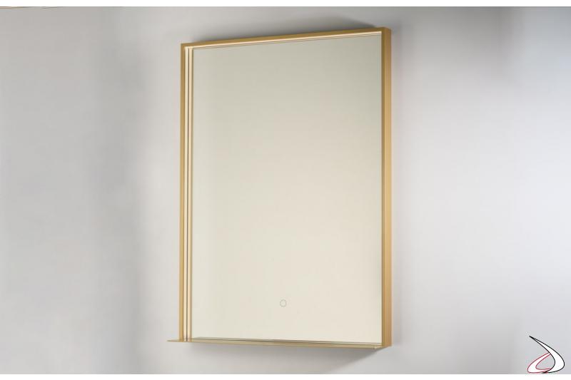 Specchiera design da bagno con cornice in oro e mensola porta oggetti