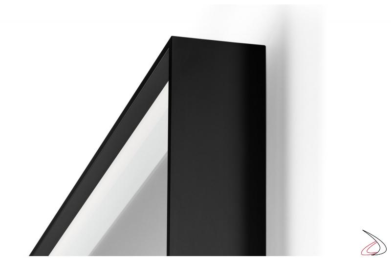 Specchio moderno con cornice in alluminio anodizzato nero opaco