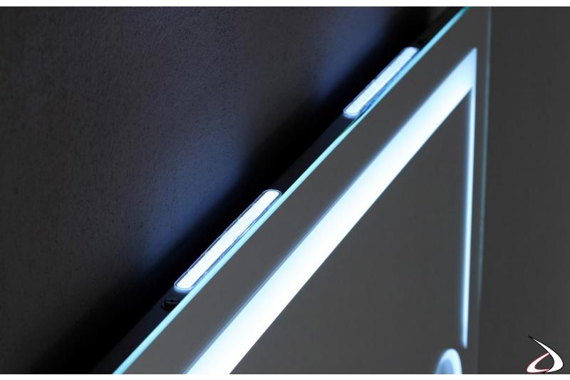 Specchio di design da bagno retroilluminato con luce led