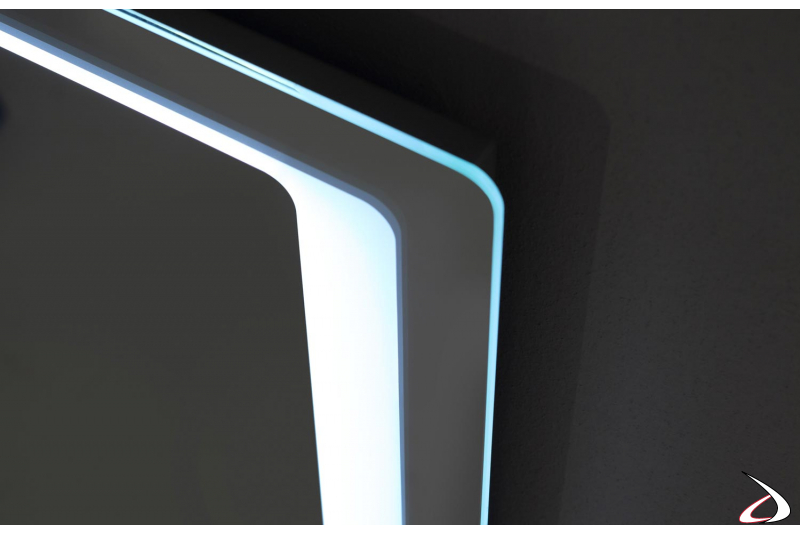 Specchio bagno retroilluminato con luce e angoli arrotondati