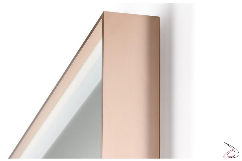 Specchiera con cornice oro rosa e bordo retroilluminato a led