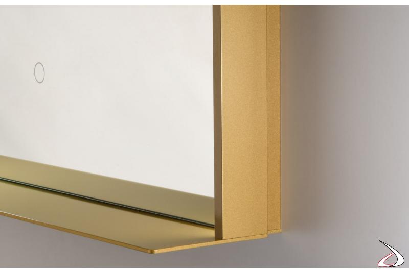 Specchiera di design con mensola colore oro e interruttore touch illuminato