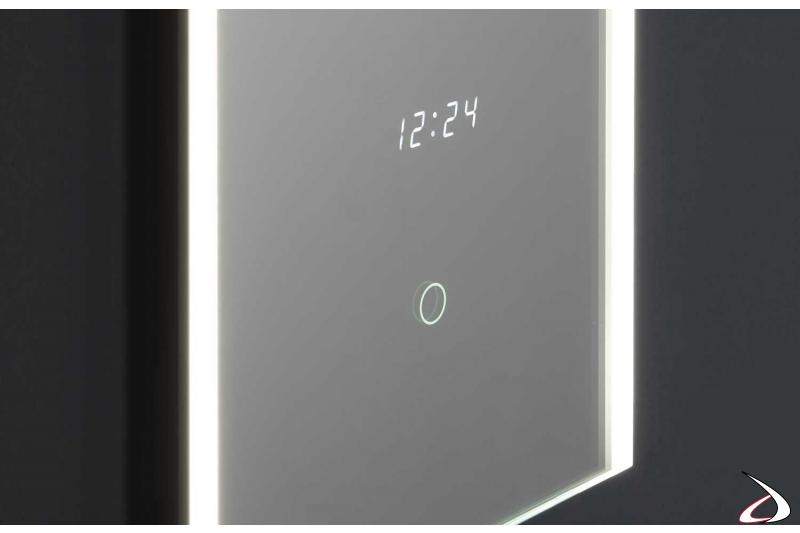 Specchio con orologio e interruttore touch di design