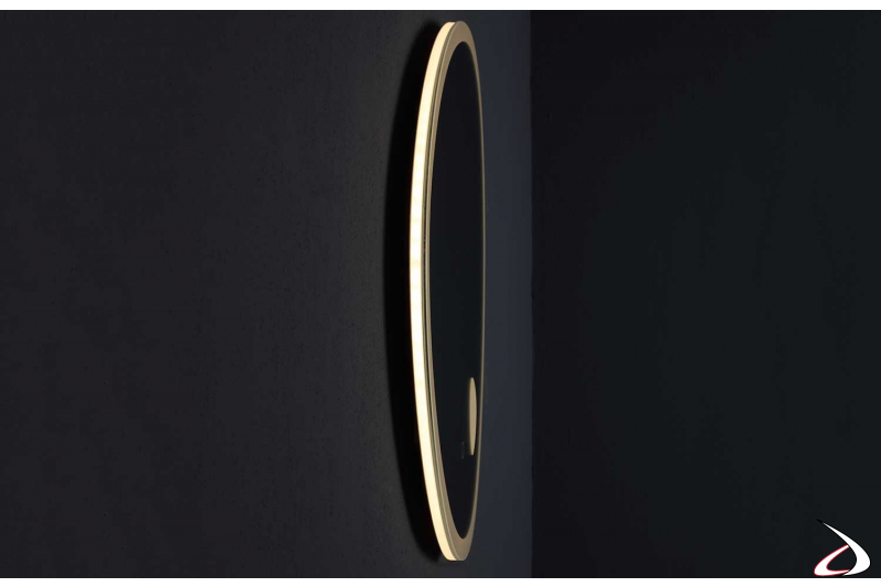 Specchio sagomato di design moderno con luce led e antiappannamento