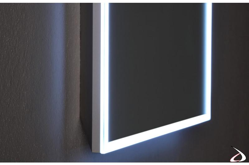 Specchio con led perimetrale e funzione antiappannamento