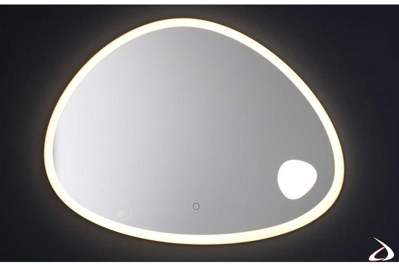 Specchio sagomato di design retroilluminato con luce led