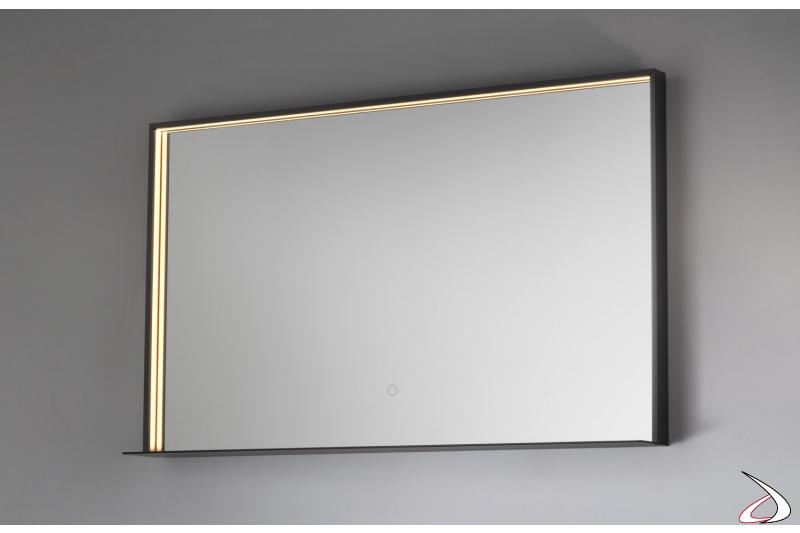 Specchiera grande retroilluminata con mensola e cornice in metallo colore nero opaco