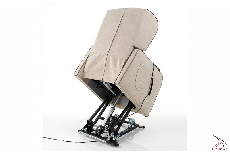 Poltrona con meccanismo a 2 motori per elevazione persona con difficoltà