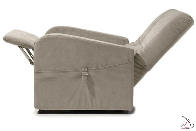 Poltrona completamente estesa sia nello schienale che nell'estensione del poggiapiedi