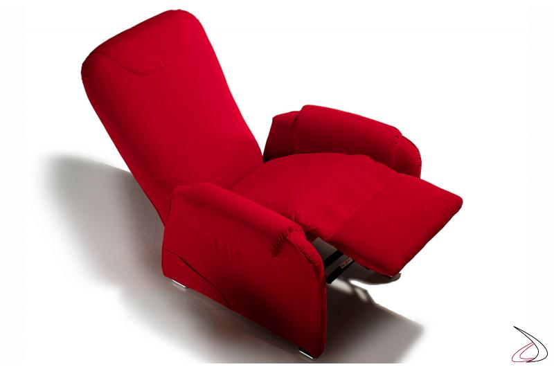 Poltrona con meccanismo relax manuale per un completo comfort