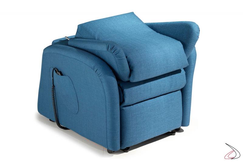 Poltrona con schienale smontabile che ne facilita gli spostamenti e lo stoccaggio