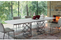 Tavolo di design allungabile in vetro opaco con basamento centrale