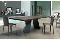 Tavolo fisso di design con piano in legno impiallacciato