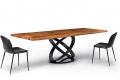 Tavolo design in legno massello noce secolare con basamento ad anelli nero lucido