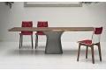 Tavolo rettangolare fisso in legno impiallacciato noce con basamento in cemento