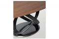 Tavolo ellittico in legno impiallacciato noce con basamento ad anelli in argento naturale