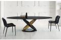 Tavolo di design ellittico con basamento ad anelli e piano in cristallo