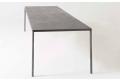 Tavolo moderno fisso in lamiera di acciaio resinata grigio cemento