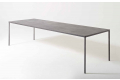 Tavolo moderno da soggiorno di design in lamiera di acciaio grigio cemento